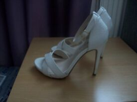 White Sandals Size 3 High Heels like new