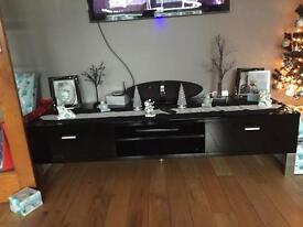 Black glosss tv unit