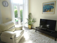 Double bedroom in lovely house next to the sea