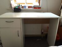 Table / Desk -10£ or open to offer - Must go this week-end !