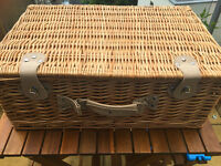 4 person picnic hamper with plates, cutlery, napkins & wine glasses!