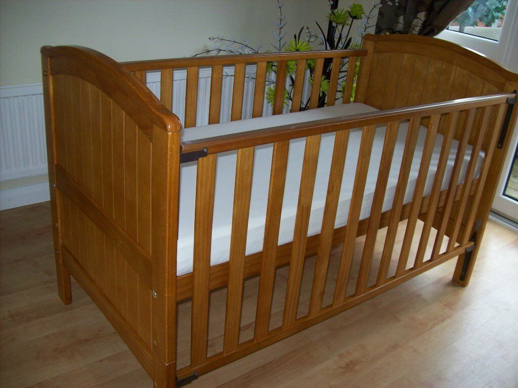 BABIES R US HENLEY COTBED/ TODDLER BED +/- COT BED MATTRESS BEDDING ALSO AVAILABLE