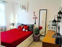 1 bedroom in Pinewood Avenue, Uxbridge, UB8