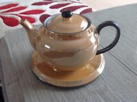 Tea Pot with plate stand