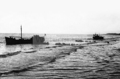 Allied forces evacuated to ships in Dunkirk WW2 photo 4x6 #14