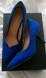 New size 6 blue Roberto Vianni high heels