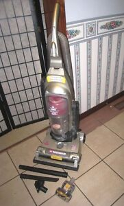 Bissell Pet Cyclonic Upright Vacuum in great working condition