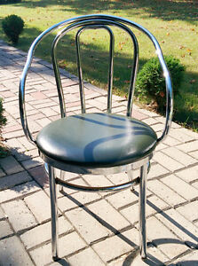 Chrome and Leatherette Armchair Mid Century(Pierrefonds)