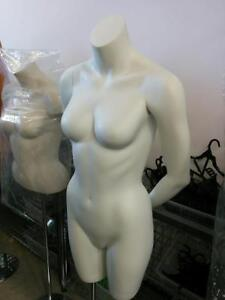 MANNEQUINS & ÉQUIPEMENTS DE MAGASIN PAS CHER / CHEAP RACKS & DISPLAYS