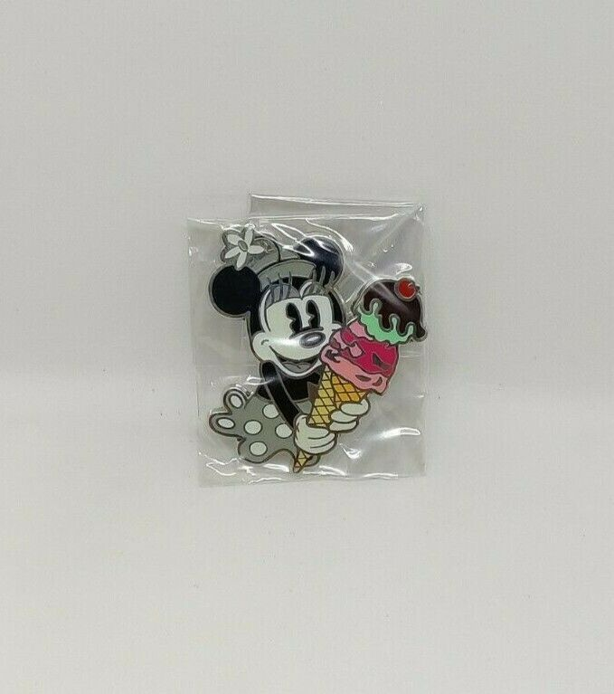 Minnie Mouse Black & White PTD Pin Trader