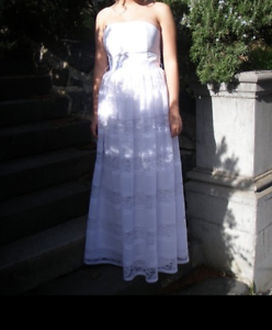 Size 10 lace deb dress with heels, pearl bracelet and hair pin Eltham Nillumbik Area Preview