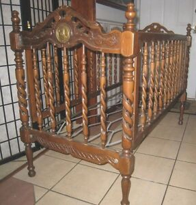 Charming ANTIQUE Solid Wood Baby Crib, Brevettato Italy