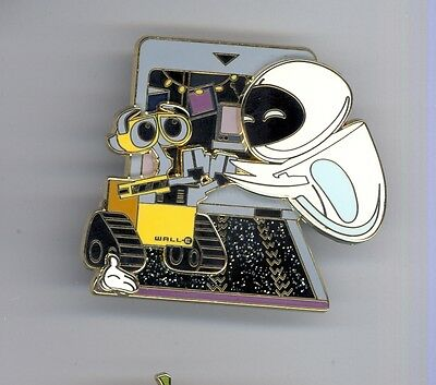 WDW Disney World White Glove Pixar WALL-E & Eve LE500 Pin & Card