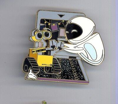 WDW Disney World White Glove Pixar WALL-E & Eve LE500 Pin & Card