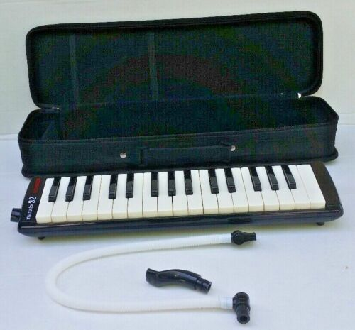 Hohner Instructor 32 Melodica In Case Keyboard  Airboard Used .