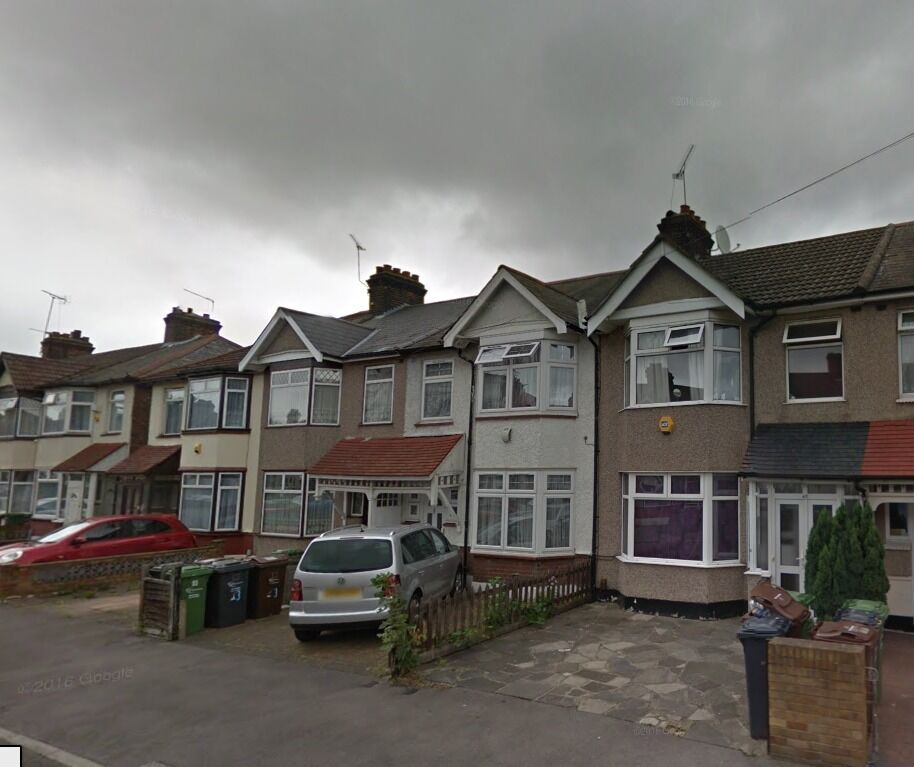 Three bed house available now in chadwell heath rm6..MUST SEE!