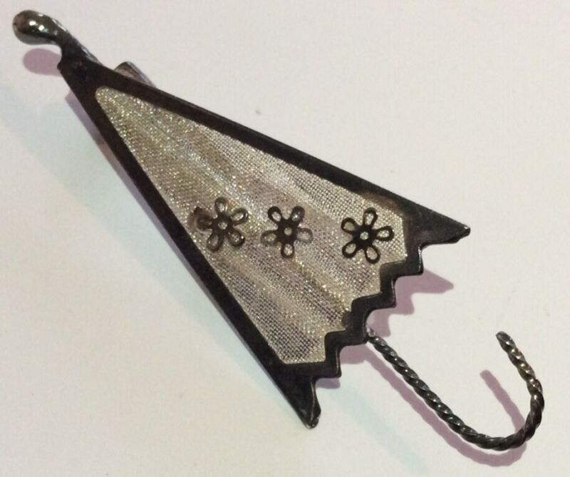 Vintage Art Deco Jewellery Silver Tone Flowered Mesh Parasol Umbrella Brooch