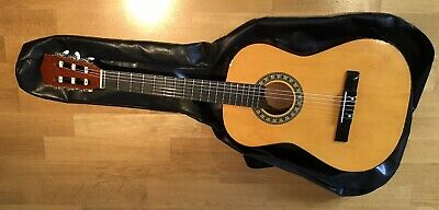 CLASSICAL STYLE  3/4 SIZE LEFT HAND ACOUSTIC GUITAR USED CONDITION,GREAT LEARNER