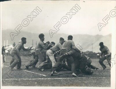 1927 Hawaii Barefoot Football Players Scrimmage Each Other Press Photo
