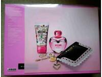Moschino Pink Bouquet Gift Set