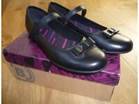 Girls Black Leather Clarks School Shoes Size 8.5F (41) Brand New in Box