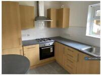 2 bedroom flat in Victoria Road, Ruislip, HA4 (2 bed) (#1088725)