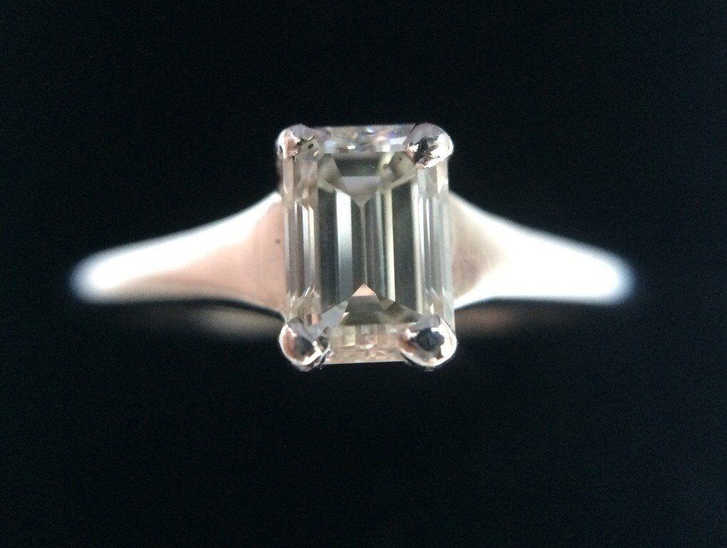 18ct White Gold Engagement Emerald cut 0.46Ct Diamond