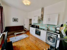 1 bedroom flat in Kings Cross Road, London, WC1X (1 bed) (#955219)
