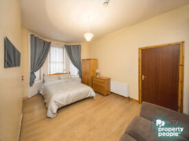 Double Room available 57 Wellesley Avenue, all bills included & 20% off first months rent!