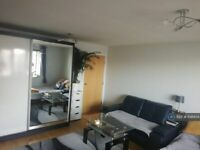 2 bedroom flat in Founders Close, Northolt, UB5 (2 bed) (#898934)