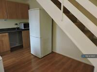 1 bedroom house in Vicarage Way, Colnbrook, SL3 (1 bed)