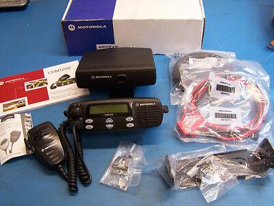 Motorola Cdm1250 Vhf 136-174mhz 45 Watt W/ Remote Head Tested In Box