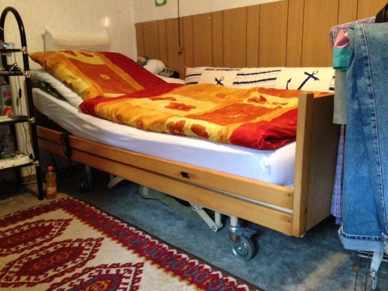 bett behindertengerechtes elektrisches bett in schleswig holstein selent bett gebraucht. Black Bedroom Furniture Sets. Home Design Ideas
