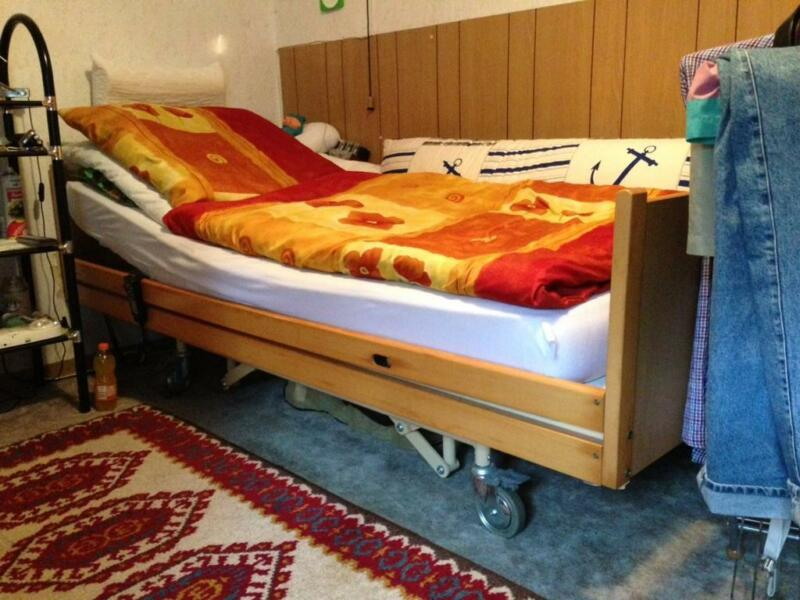 bett behindertengerechtes elektrisches bett in schleswig. Black Bedroom Furniture Sets. Home Design Ideas