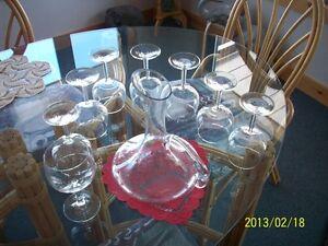 Wine glass plain & decanter / carafe et verres à vin