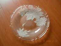 Ancam Poinsettia Frosted platter (Plateau Givre)