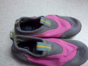 Girls Root Water Shoes Oakville / Halton Region Toronto (GTA) image 1