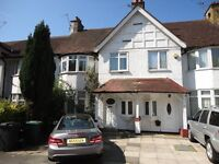 stunning 3 bed 3 bath duplex flat ideal or sharers, accross the road from Brent Cross Tube!!