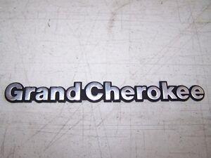 1993-Jeep-Grand-Cherokee-Emblem