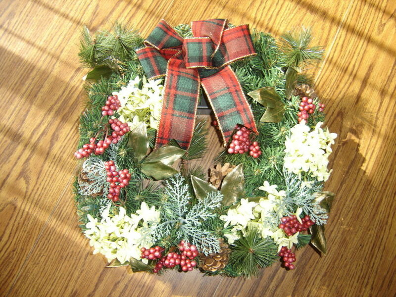 Cordless Lighted Wreath – Brand New