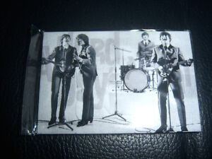 FRIDGE-MAGNET-THE-BEATLES-3-X-2-approx-NEW-sticks-to-most-metal-things-GRAND