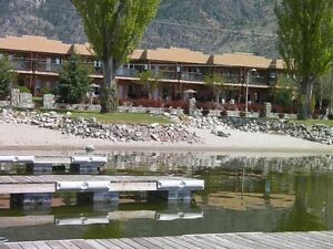 Luxury Lakefront townhouse Osoyoos: Week of Aug 20 and 27 open