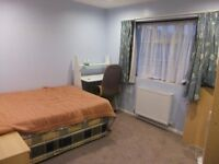 Available now !! A large double bedroom in a friendly household, close to amenities