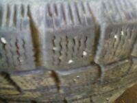 2 pneus hiver 215 60 R 15