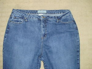Women's Denver Hayes Blue Jeans, Classic Fit, size 18 x 30 London Ontario image 2