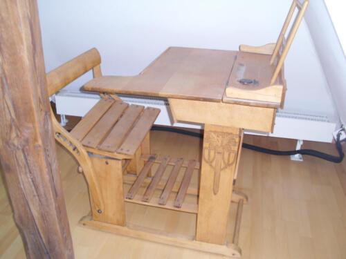 restaurierte alte schulpulte nostalgische kinder. Black Bedroom Furniture Sets. Home Design Ideas