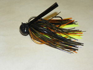 lot of  3/4 oz  football jigs
