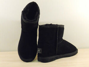 SHEEPSKIN UGG BOOTS MINI (ANKLE BOOTS) Men's Size 9/ ladies size 11