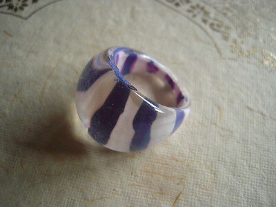 VTG Ring Pop Art 60's MOD Lucite Plastic Purple w White Stripes sz 7