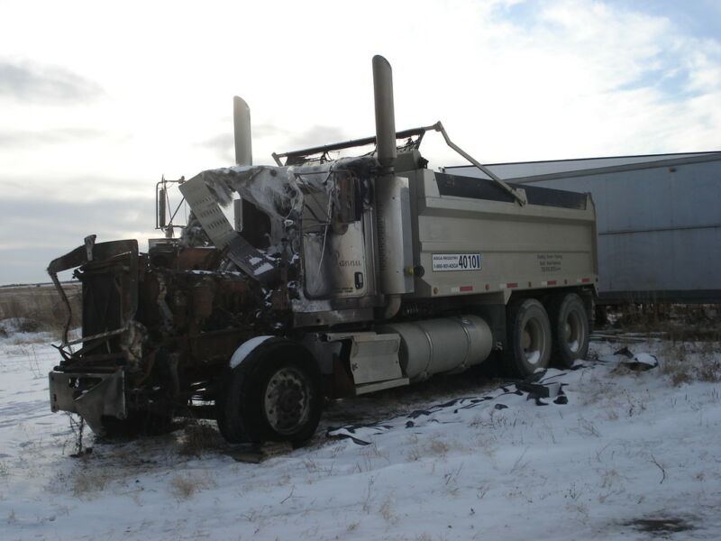 Kijiji Edmonton Heavy Trucks: 2007 KENWORTH T800 USED PARTS